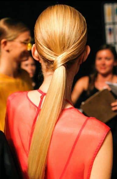 Cola baja pelo lasio Peinado noche para pelo largo