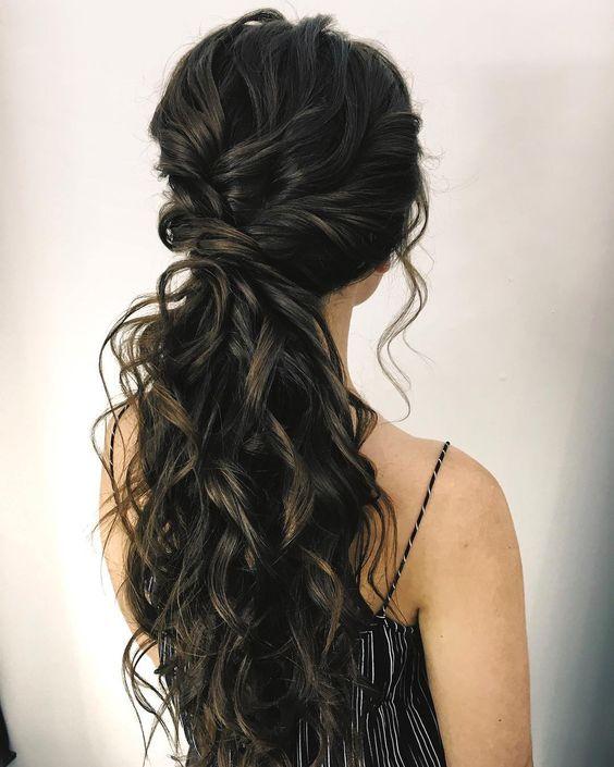 cola baja con hondas Peinado noche para pelo largo