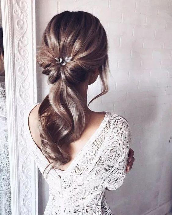 cola baja elegante Peinado noche para pelo largo