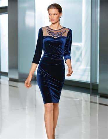 look elegante con vestido de terciopelo