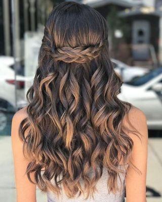 trenza y pelo ondulado Peinado noche semirecogido
