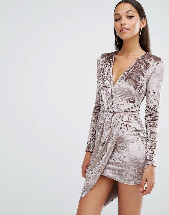 vestido de terciopelo cruzado corto
