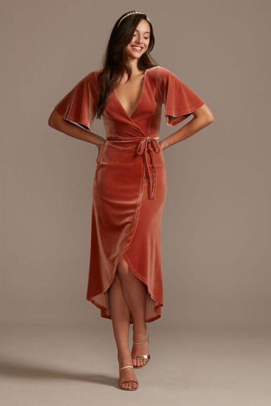 vestido de terciopelo midi cruzado