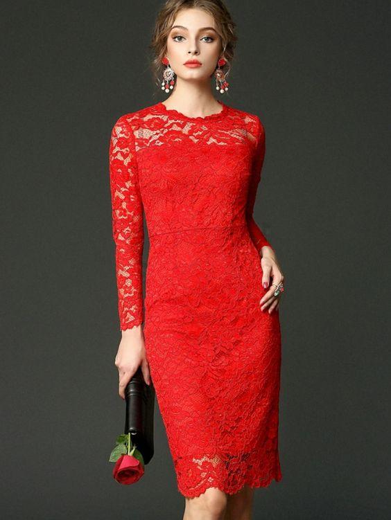 Vestido rojo de encanje con mangas largas