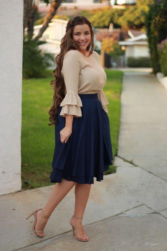 look con falda y blusa talla grande noche