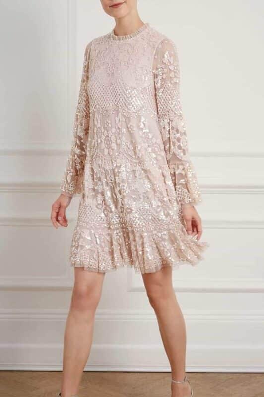 vestido corto suelto con mangas