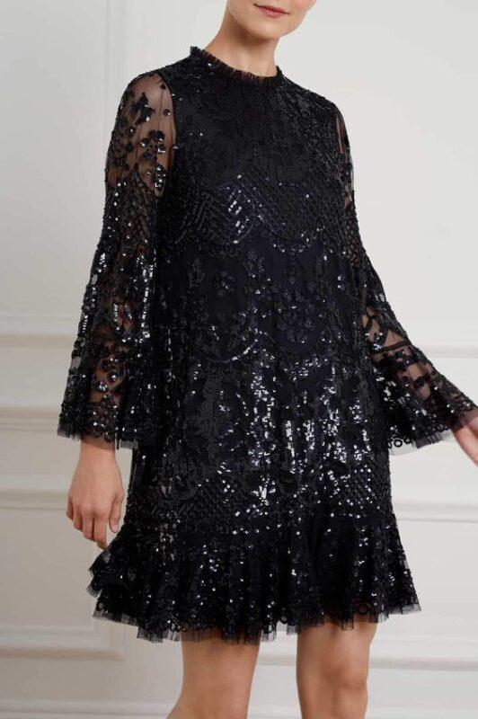 vestido negro corto suelto con mangas