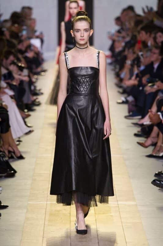 Outfit de fiesta vestido de cuero negro