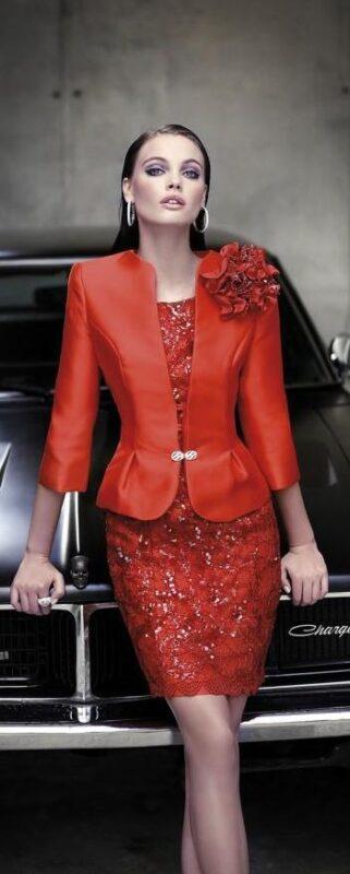 vestido rojo con blazer