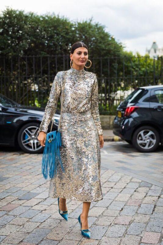 vestido plata y estiletos turquesa 1