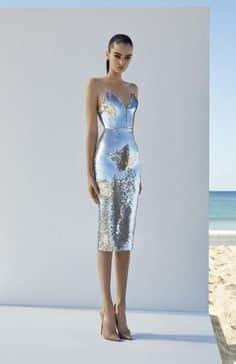 vestido plateado tubo con estiletos 1