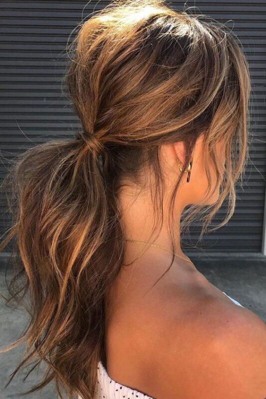 Peinado recogido simple para fiestas de noche cola baja con volumen