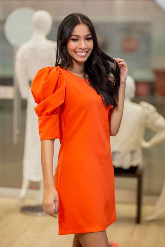 Vestido corto naranja con mangas