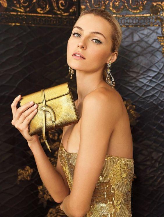 catera dorada vestido dorado