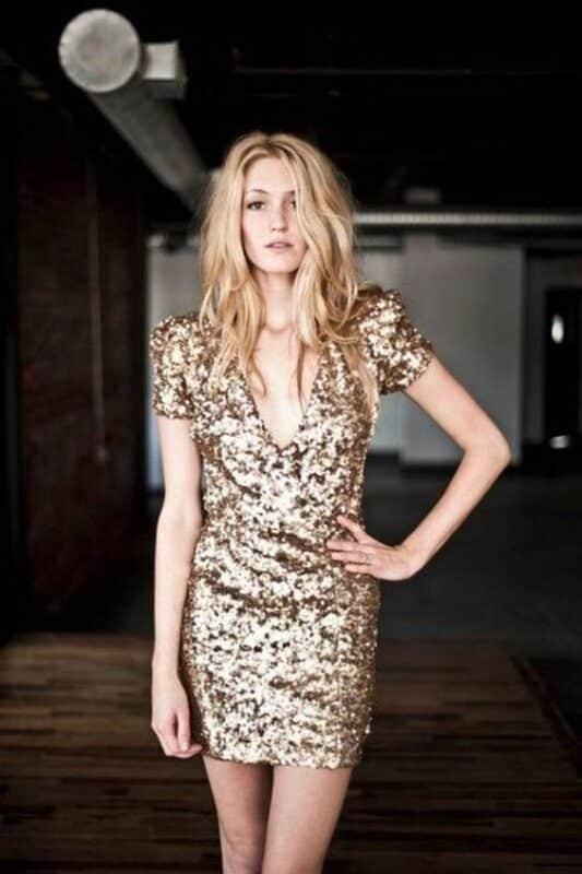 vestido de noche dorado mangas cortas
