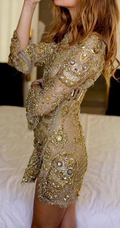 vestido dorado bordado para la noche