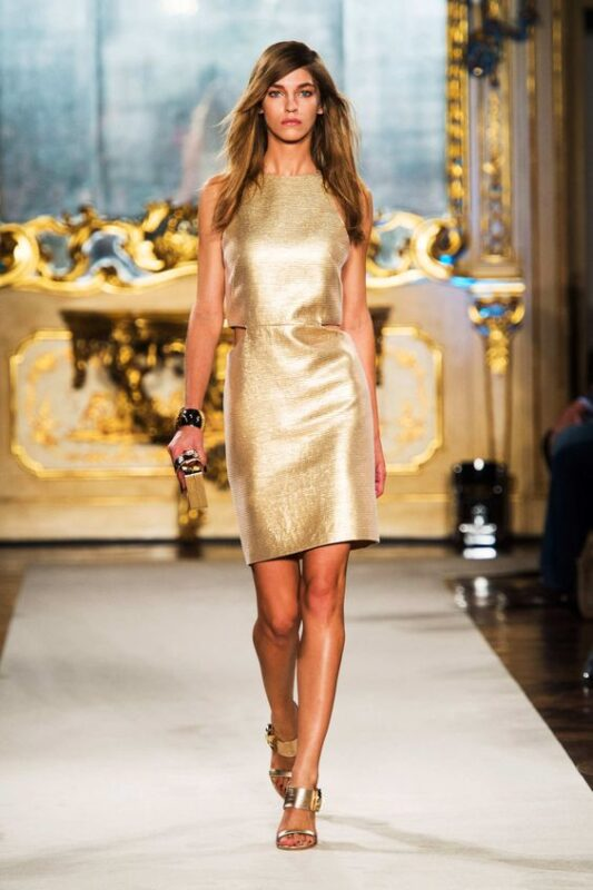 vestido midi dorado recto
