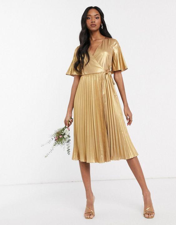 vestido midi plisado dorado