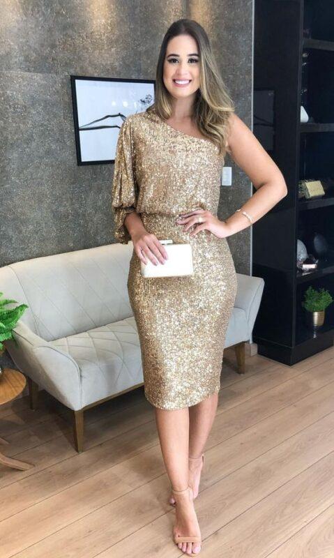 vestido midi tubo dorado