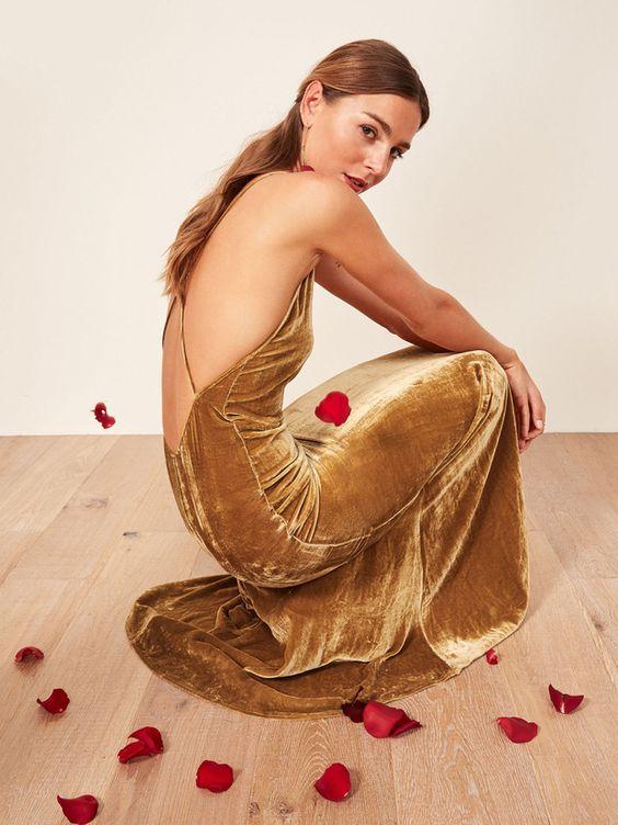 vestidos con espalda abierta dorado