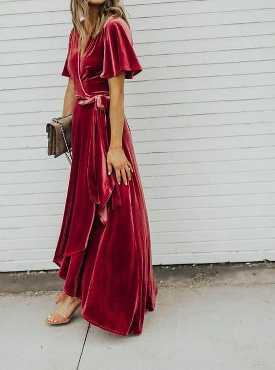 vestido largo para una fiesta de jardin de noche